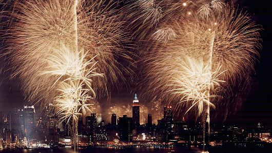 Attention fireworks lovers: This is your dream job