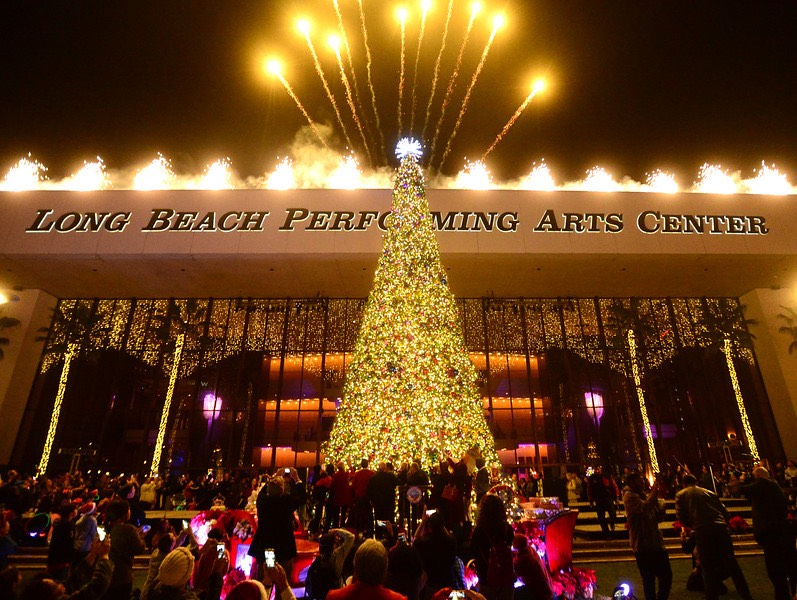 Take a look at Long Beach's impressive Christmas tree lighting