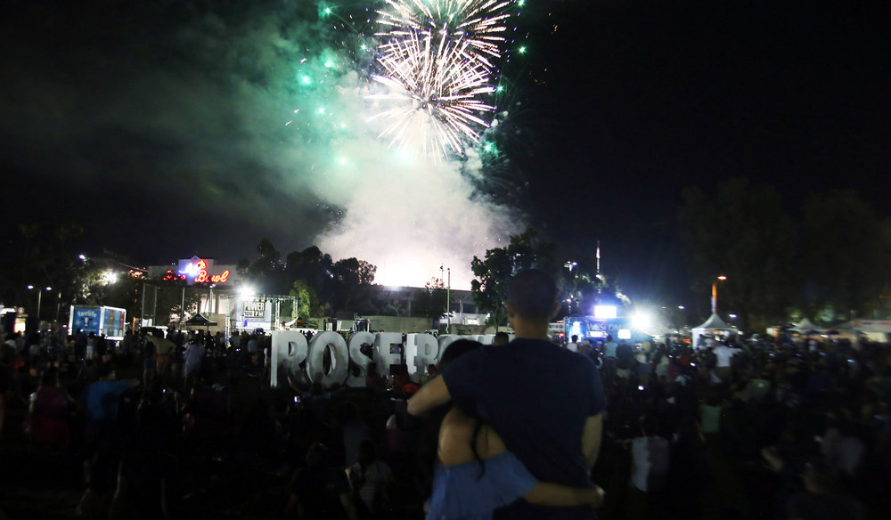 Rose Bowl Fireworks Spectacular Celebrates Rockets and Rocket Scientists